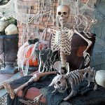 halloweendecor-scarydecor-080117-1x1_2